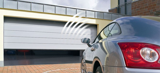 Cómo instalar una puerta seccional de muelles laterales